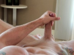 ripped-amateur-jock-tugging-his-dick-at-home