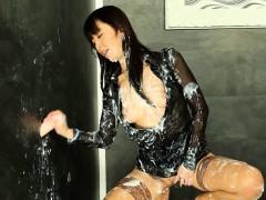 Asian gloryhole babe bathes in bukkake cum
