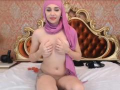beautiful-arabianmalikah-with-natural-boobs-alivegirl