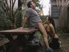sexy-jogger-gets-a-rough-pussy-fuck-outdoor