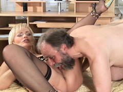 Juicy Mature Sweetheart Welcomes Dick To Enter Her Pink Twat