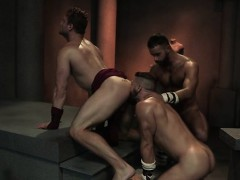 muscle-bear-threesome-and-cumshot
