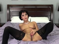 Gorgeous Mia Austin Masturbating Live