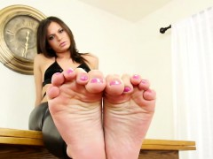 feet-teasing-trans-beauty-curling-her-toes