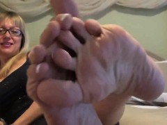mommy-pretty-french-pedicure-mindi-from-dates25com