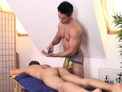 athletic-twink-mouth-jizzed-after-massage