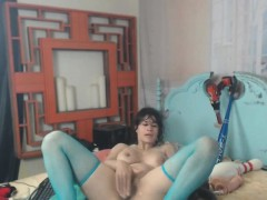 all-natural-girl-masturbation-on-bed-in-stockings