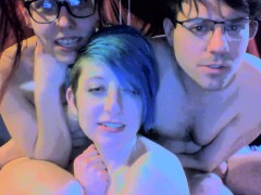 amateur-girl-gives-blowjob-at-bisexual-sex-party