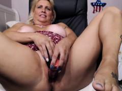 mature-blonde-fat-booty-camgirl-masturbates-on-webcam