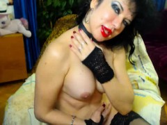 webcam-milf-oils-up-her-body