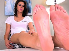 feet-massaging-tranny-stretches-her-feet