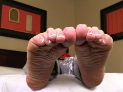 Footworshipped Tgirl Curling Her Toes