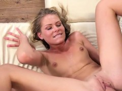 Pretty Girl Is Geeting Pissed On And Squirts Wet Crack