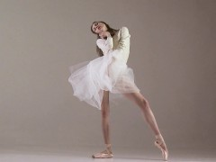 blonde-gymnast-performs-gymnastics