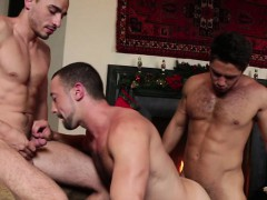 hot-gay-threesome-and-facial