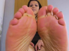 Pedicured Tranny Curling Her Lovely Fingers