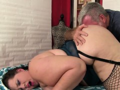 bbw-becki-butterfly-gets-a-full-body-massage