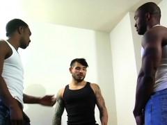 muscular-ebony-hunks-in-threesome