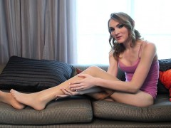 Sexy Jenny Flowers Shows Off Her Long Legs And Feet In