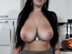 cam-solo-show-with-hot-blackhaired-dumpster