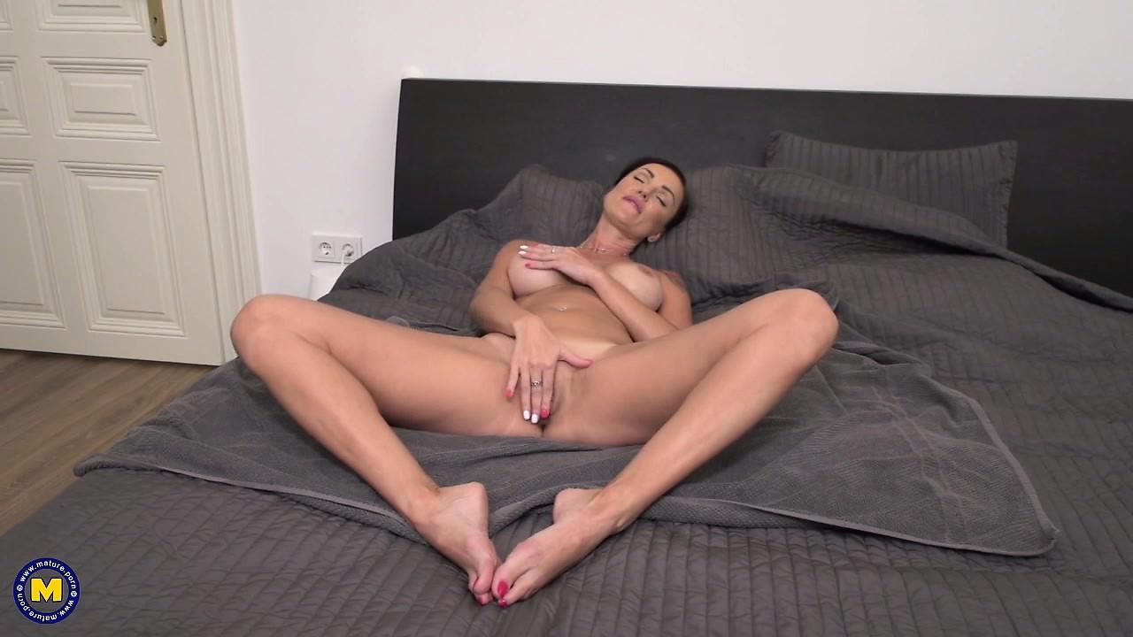 Sexy Ebony Fingering Herself