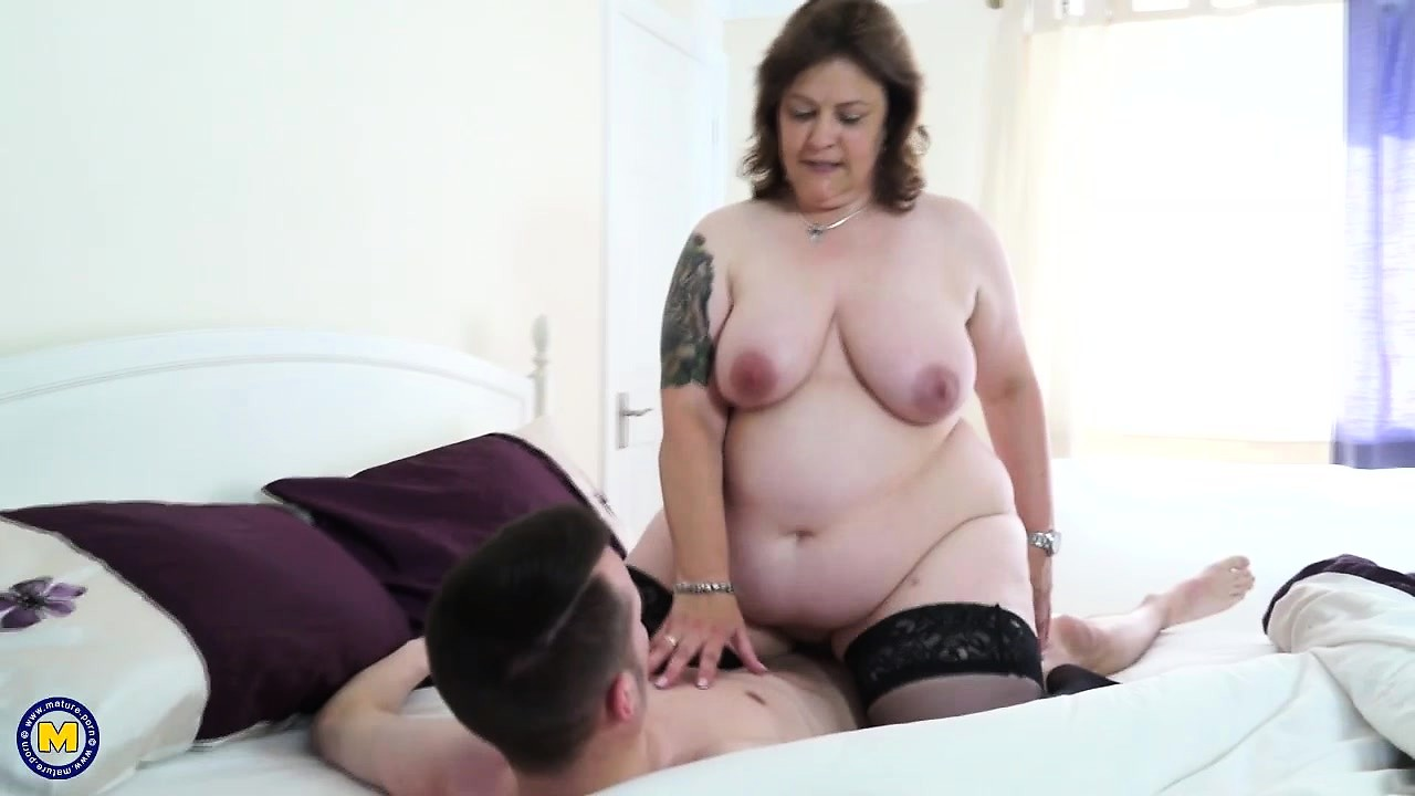 Mature Pussy Rubbing Cock