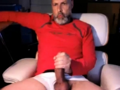 Amateur Horny Bear Plays With Big Cock On Cam