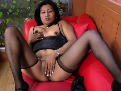 latina-milf-veronica-plays-with-her-1-inch-nipples