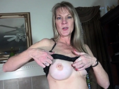 american-milf-lucky-strips-off-and-plays
