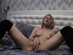 blonde-fingering-her-hot-cunt