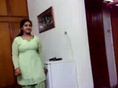 Amateur Indian Masturbates Her Desi Pussy