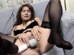 Curvy ass Mako Kamizaki tries - More at hotajp.com