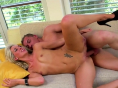 blonde-babe-in-her-first-sex-video