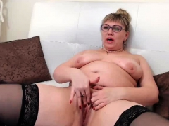 chubby-milf-rubs-her-pussy-on-webcam