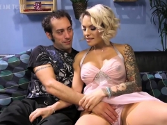 Pizza Delivery Guy Gets Fucked By Ts Foxxy- Shemaledreamtube