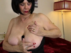 british-curvy-lady-jane-playing-with-herself