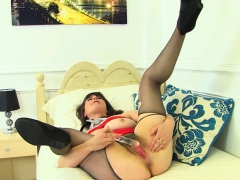 english-milf-janey-left-the-house-without-underwear
