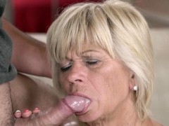 gilf-sucks-for-facial