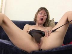 american-milf-zoe-puts-her-massager-to-work