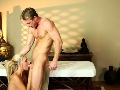 Deepthroating Massage Babe Gets Facialized
