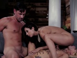 Teen babe pussylicking in threesome