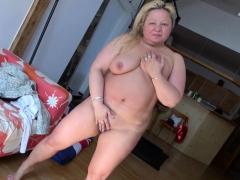 europemature-busty-mature-nina-showoff