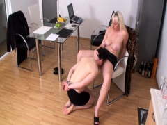 bizarrlady-jessica-order-slaves-to-lick-her-pussy