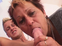 well-shaped-stud-bangs-her-shaved-old-pussy