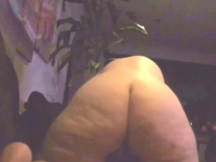 mom with her big ass towards the camera