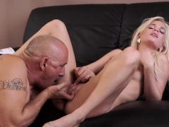 blonde-mom-bathes-boss-playfellow-s-sons-and-college