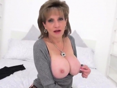 Adulterous British Milf Lady Sonia Presents Her Massi54iaq
