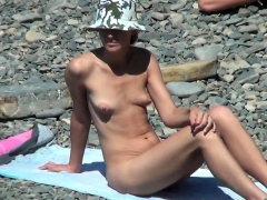 spy-naked-girls-at-the-beach-shore