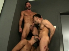 muscle-gay-flip-flop-and-facial-cum