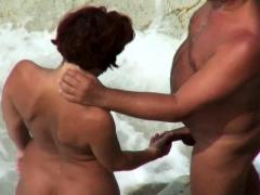 voyeur-outdoor-bj-on-the-beach